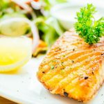 Peixe é um dos alimentos que alivia os sintomas da TPM